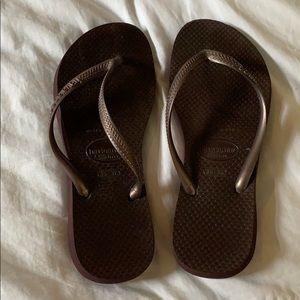 Havaianas flip flops Brown size 6 Like New